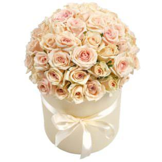 Цветы в коробке «Нежные Розы»