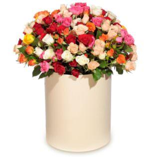 Цветы в коробке с кустовыми розами