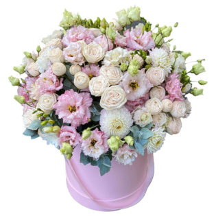 Цветы в коробке «Очаровательный»